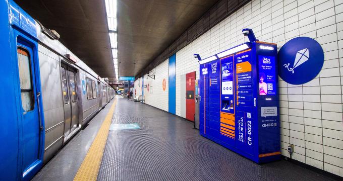 Foto ebox da Clique Retire indoor no metro para receber encomendas com praticidade