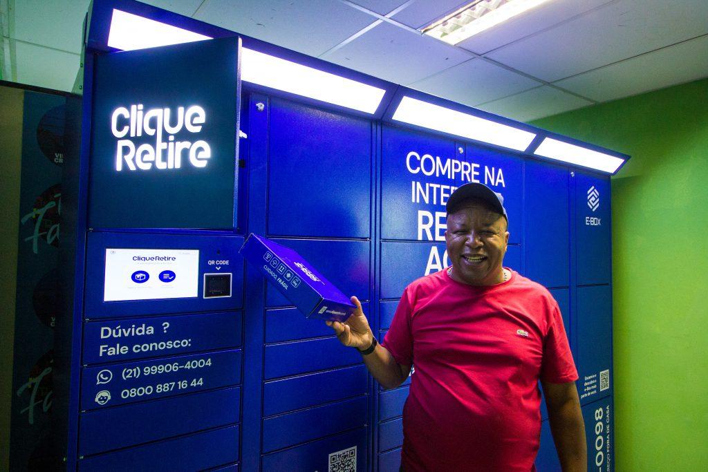 Moradores da Vila Cruzeiro podem retirar compras feitas pela Internet em e-boxes.