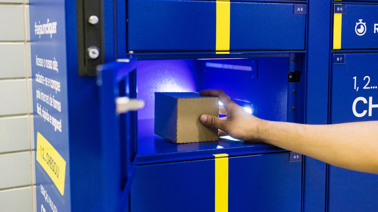 Clique Retire e seu serviço de e-Box permite que o consumidor retire suas compras sem contato com entregador.