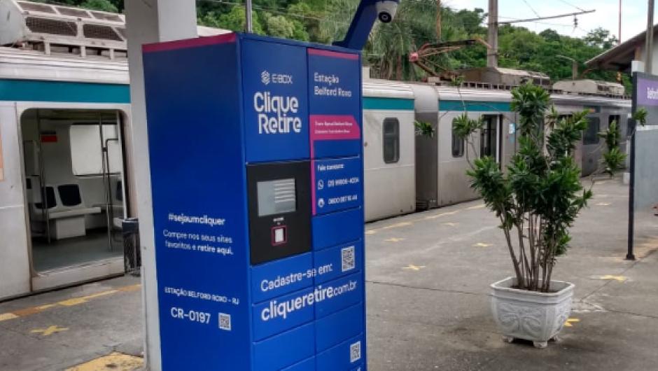 e-Box da Clique Retire na estação Belford Roxo da Supervia no Rio de Janeiro