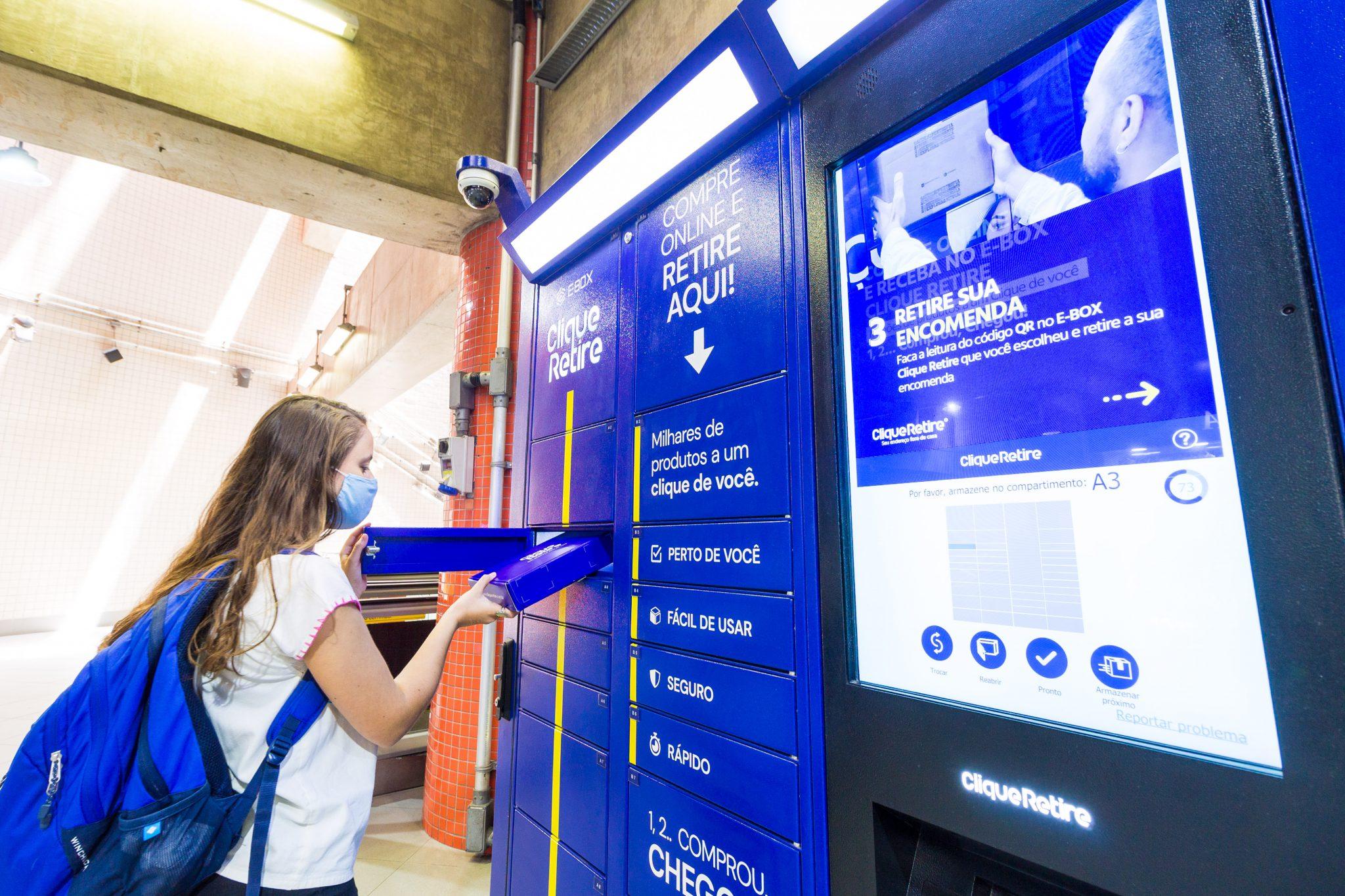 caixa postal clique retire na estação Luz