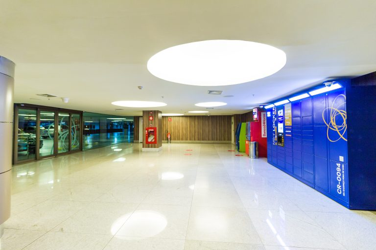 e-Box (smart locker) Clique Retire Shopping Metropolitano - Rio de Janeiro.